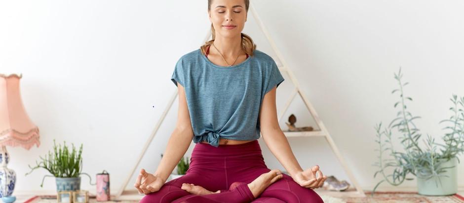 Enkle tips for gode yogarutiner fra PM for en forfriskende søvn