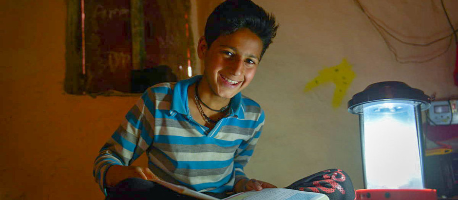 PM We Care om en lysere fremtid: Installere solcellelamper i Bundi, India
