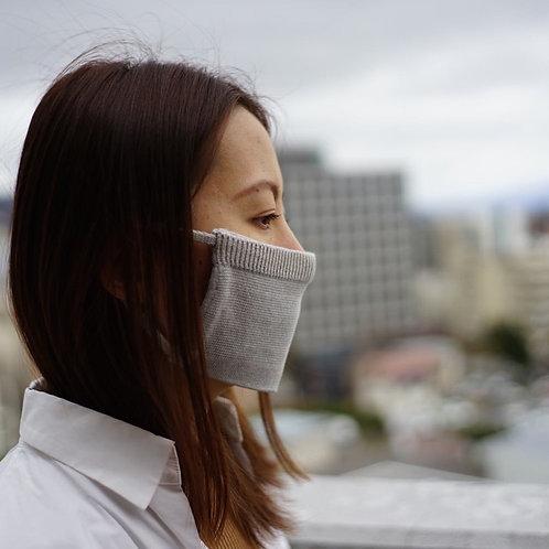 手横編み機で仕立てた肌さわりの良いマスク