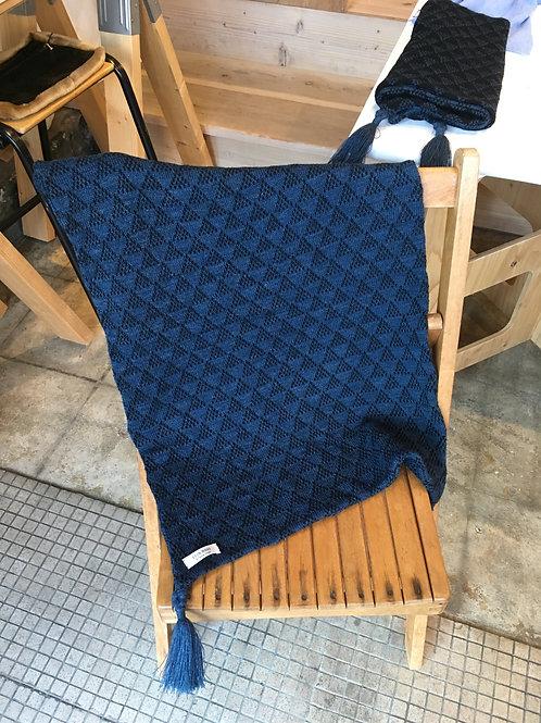 膝掛け ニット三角ジャガード柄 機械編み・ハンドメイド