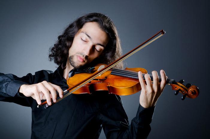Violinista de sexo masculino