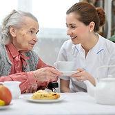 lar_idosos_enfermeira_idosa_cuidados_ali