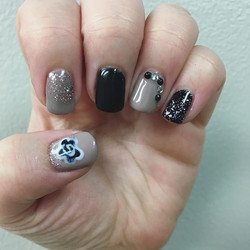Check out these fab nails done by our nail tech Carrie! _#nail #nailart #sparkles #black #downtownfr