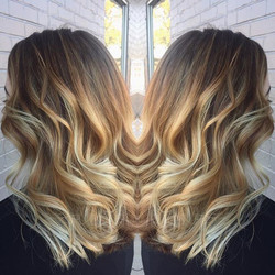 This fall blonde🙌🏻 this is such a great example of the lightening process! She started out with da