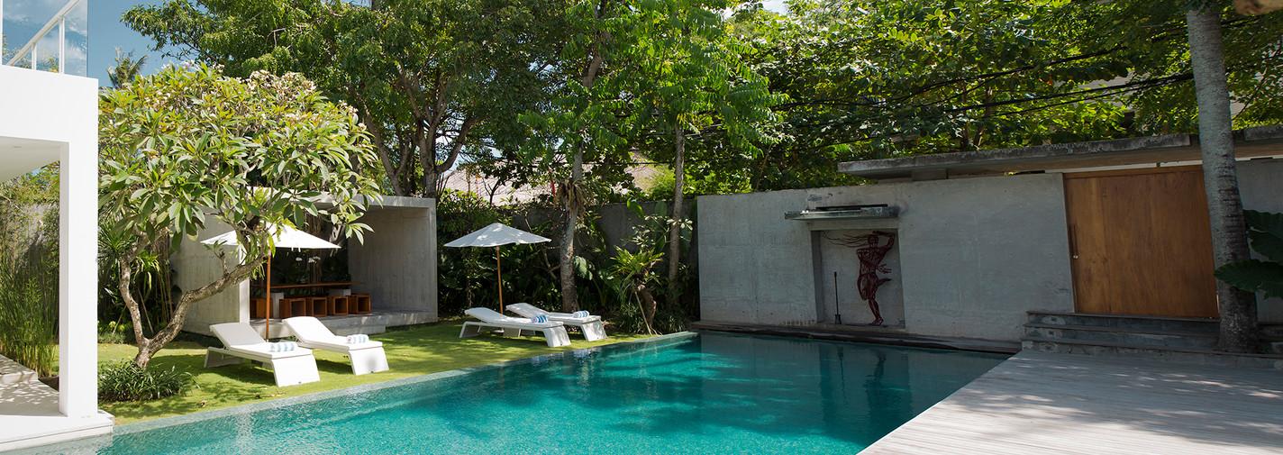 18. Villa Canggu - Villa South pool and deck