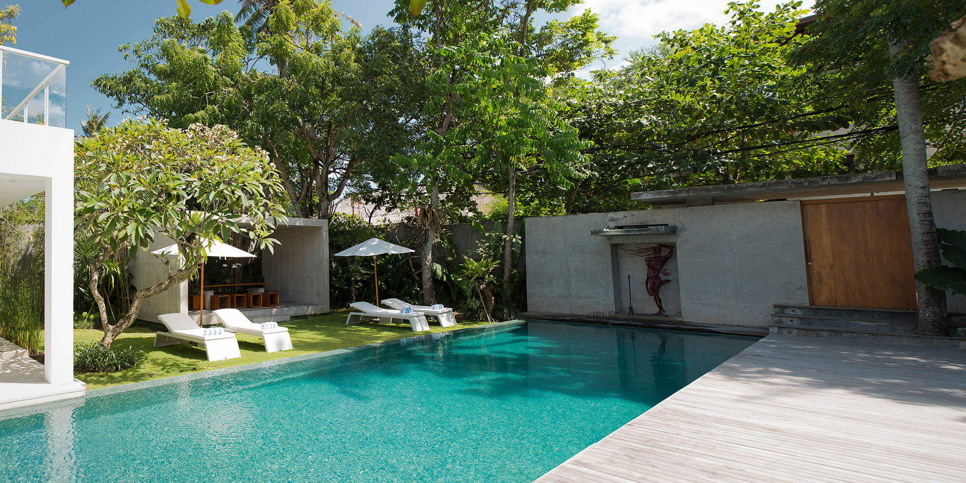 18. Villa Canggu - Villa South pool and deck