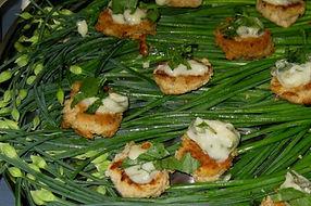Salmon cakes with tarragon sauce