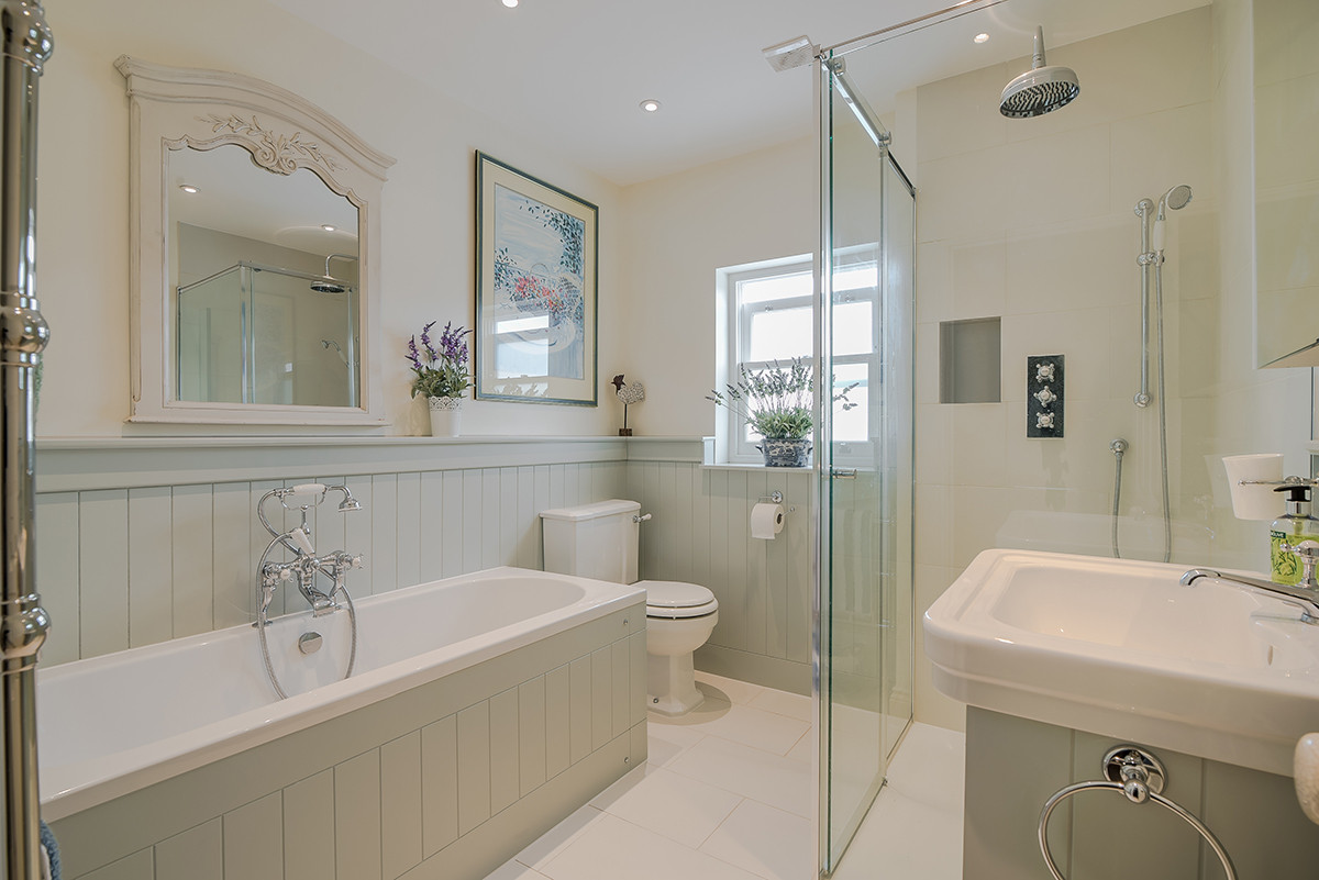 SW13_3 Bed_Bathroom.jpg