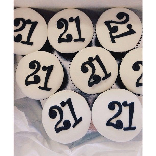 Having a 21st soon_ Why not some cupcakes for a cupcake tower_ 🍸🎉 #21st #cupcake #cupcakestagram #