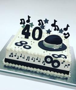 hat 40