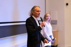 Frode Mikaelsen som konferansier