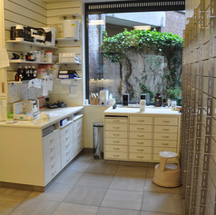 Un espace lumineux d'où nous réalisons vos préparations magistrales ou officinales
