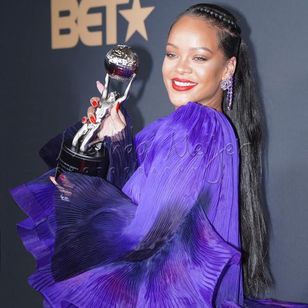 Rihanna Award8077.jpg