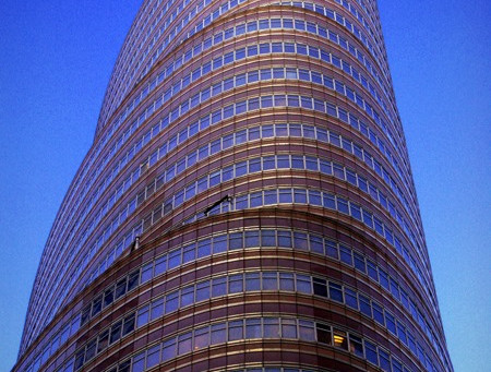 Owners arrange $272M financing for the ground lease position of NYC's Lipstick Building