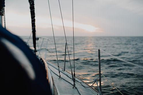 sailing-4490241_1920.jpg