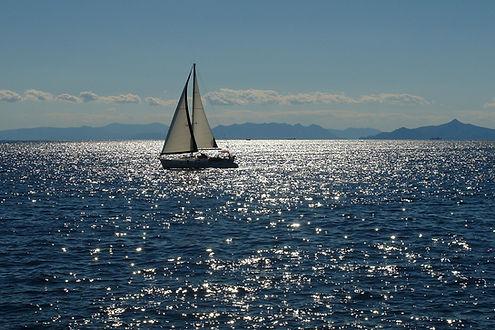 sailing-2407303_1920.jpg
