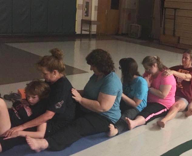 family partner yoga 3
