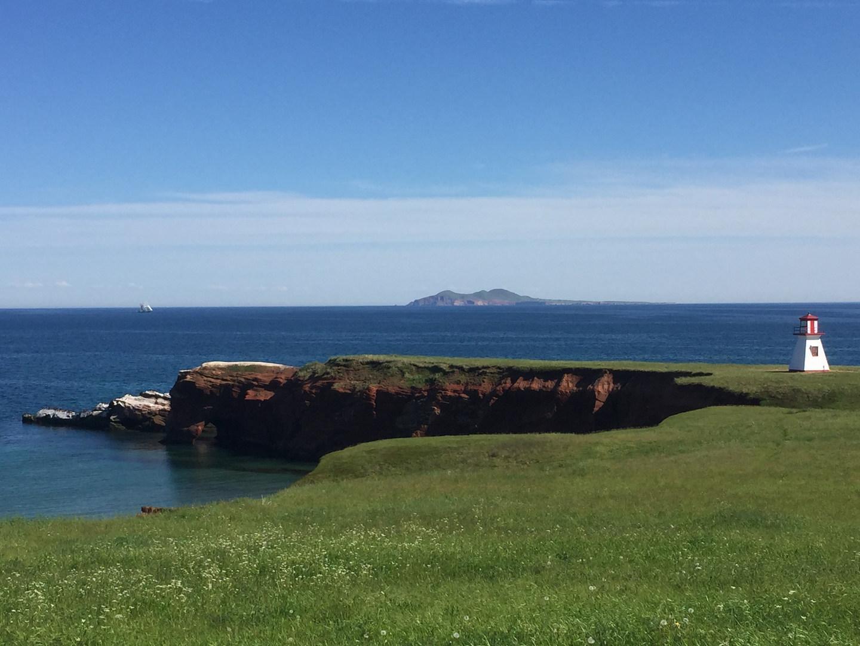 Cap Alright et L'île D'Entrée au loin