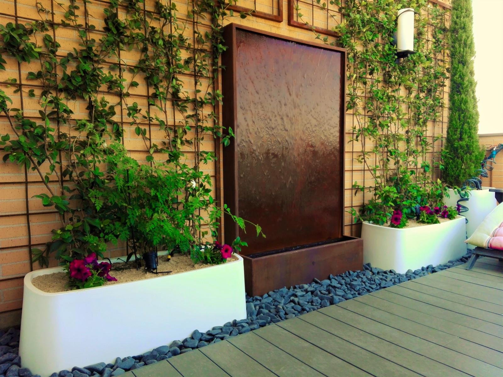 Fuentes de jardin comunidad de madrid jardinesysol for Jardines en paredes
