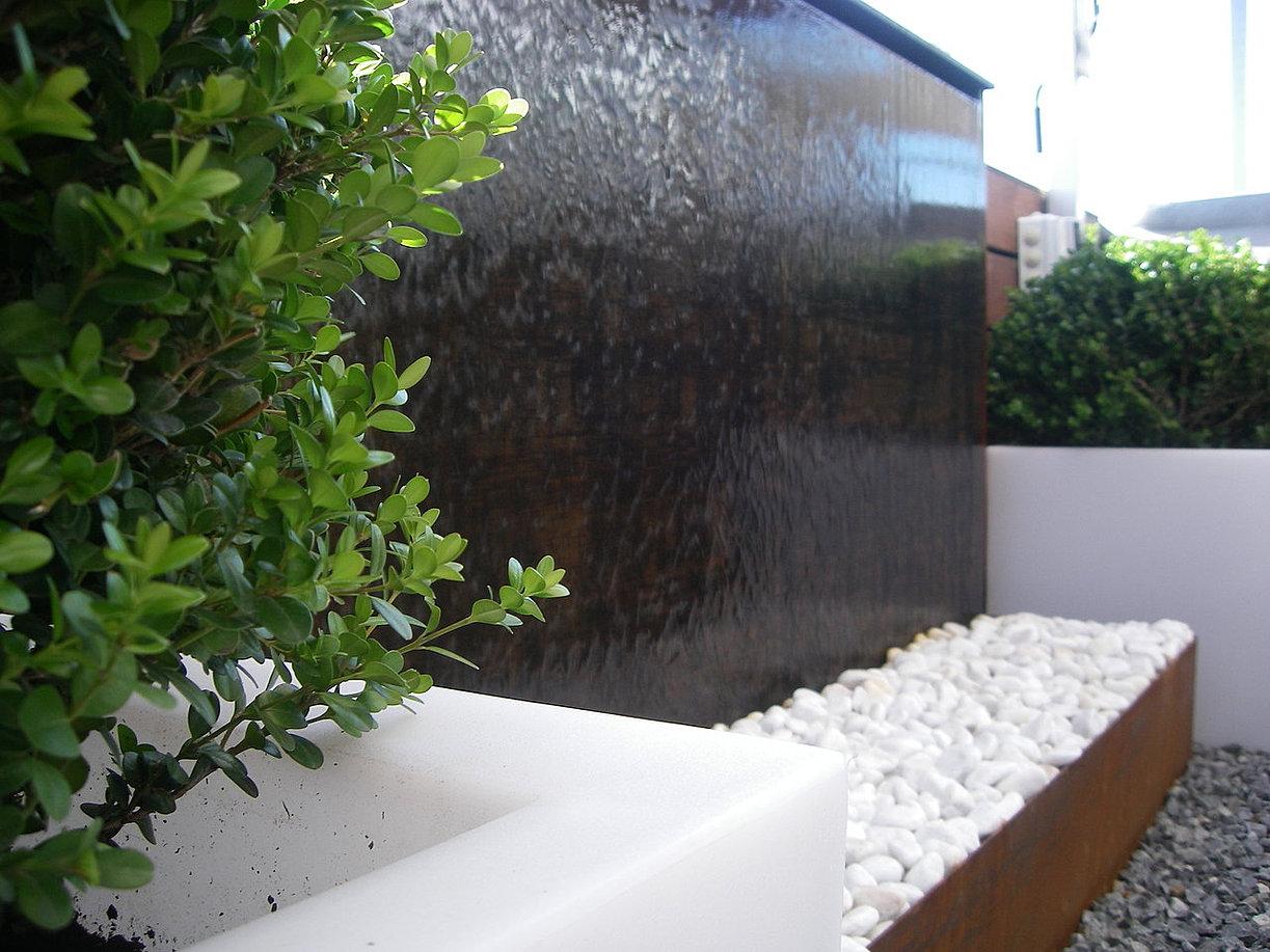 Fuentes decorativas jardin fuente decorativa cascada imagen peque a beneficios de la - Fuente terraza ...