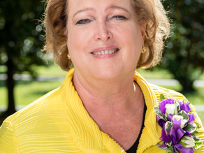 Beth Koon '83 Honored With Distinguished Service to the Community Award