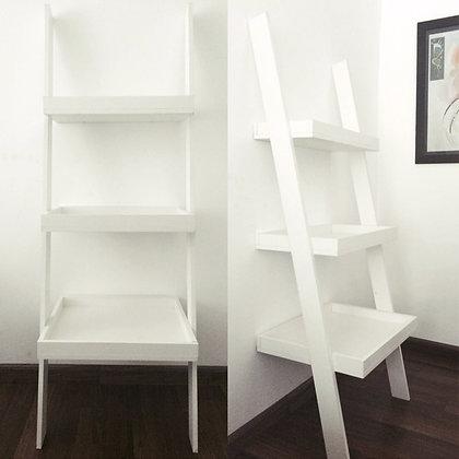 Escalera / estantería en melaminico blanco