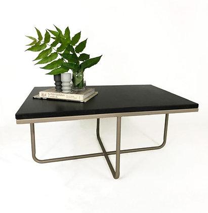 Mesa ratona de concreto color negro