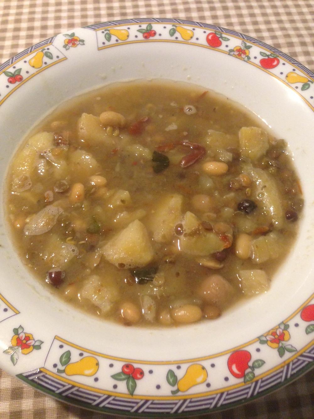 Suppe Eintopf vegan pflanzlich DIY Resteverwertung nahrhaft warm Kochen