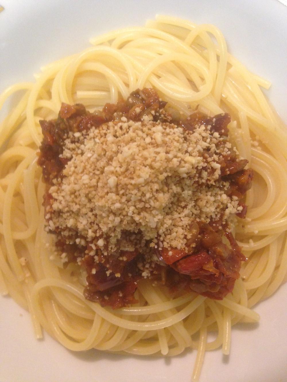 #vegane Bolognese #Spaghetti Bolo vegan #veganes Hack #Sonnenblumenkerne #Sonnenblumenhack #veganer Parmesan #pflanzlich