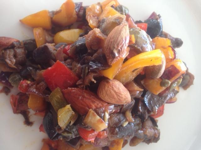 Caponata sizilianisches Auberginen-Gericht #vegan #süß-sauer #auberginen paprika mandeln pinienkerne