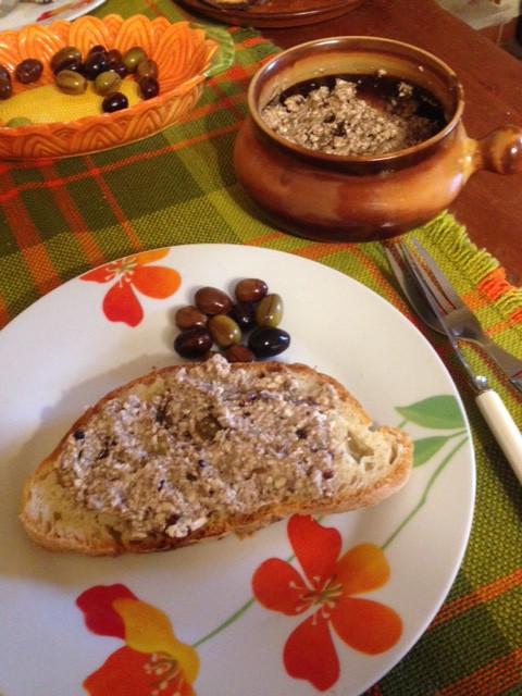 Olivenpaste Brotaufstrich Pesto vegan Selbstversorgung Autarkie Permakultur pflanzlich DIY