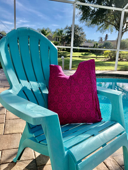 The Shell Pillow® Pink - recovery pillow outside