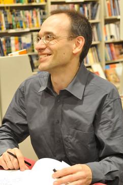 Firmando partituras en Librería Arenas