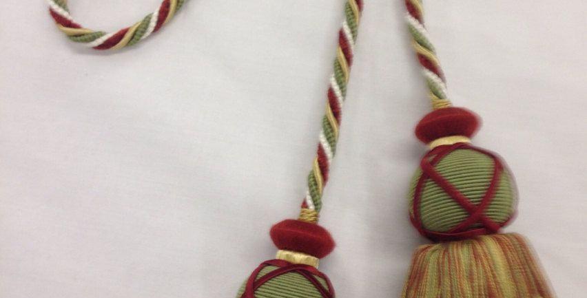 Red Green & Gold Tie Tassel