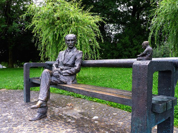 IPG Tivoli Park Statue
