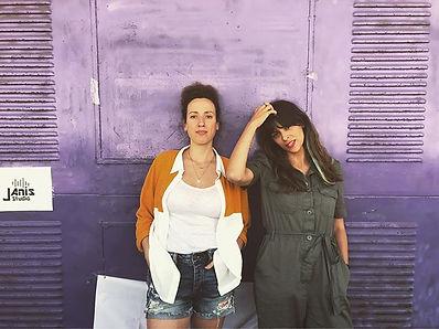Hey there purple door 🙋🏽♀️🙋🏼♀️ we