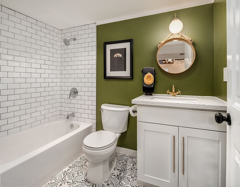 Small Bathroom Remodeling Idea With Green Wall