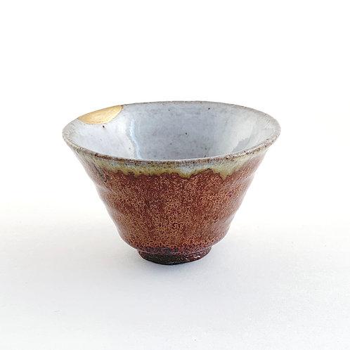 Coupe à saké avec authentique réparation Kintsugi (Japon)