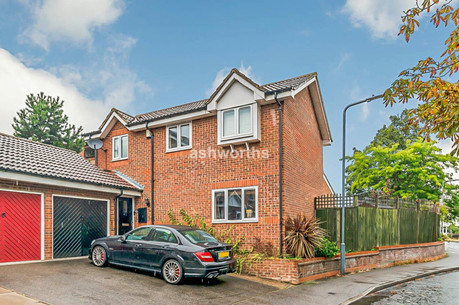 3 bed detached, Fieldhouse Close, South Woodford - Offers Over £675,000