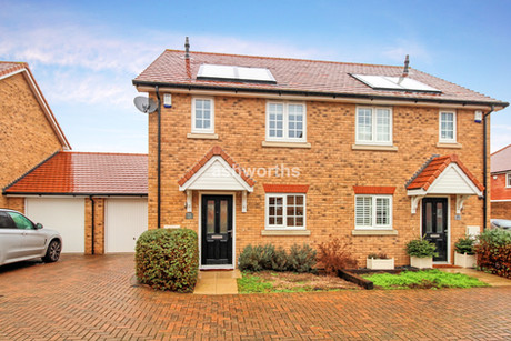 3 bed semi-detached, Tamworth Drive, Wickford - Offers Over £360,000