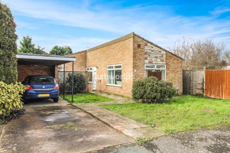 2 bed detached bungalow, Elder Way, Rainham - £280,000