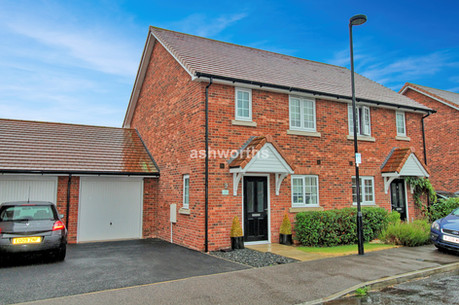 3 bed semi-detached, Portland View, Wickford - £367,500