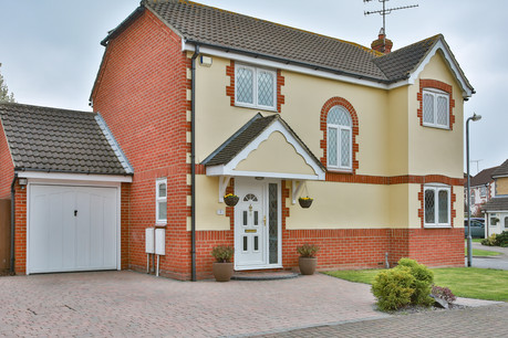 4 bed detached, Robertson Drive, Wickford - £525,000
