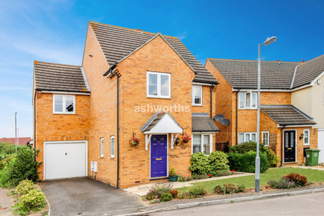 4 bed detached, Muir Place, Wickford - Offers Over £375,000