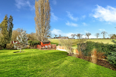 3 bed detached bungalow, Broxhill, Havering-Atte-Bower - £950,000
