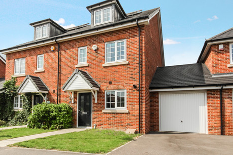 4 bed townhouse, Portland View, Wickford - £400,000