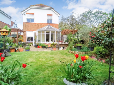 3 bed detached, Old School Field, Chelmsford - £400,000