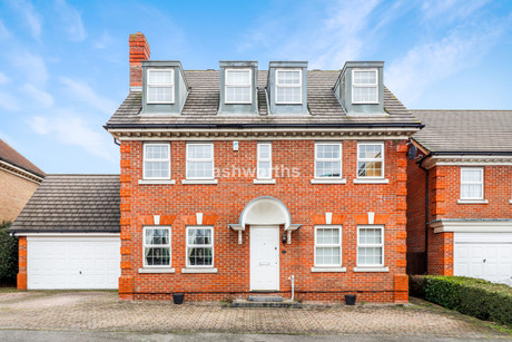 5 bed detached, Dickens Way, Romford - £850,000 to £900,000