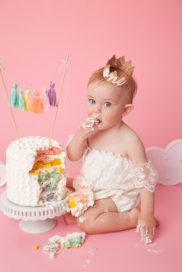 Cake Smash with pink background and rain