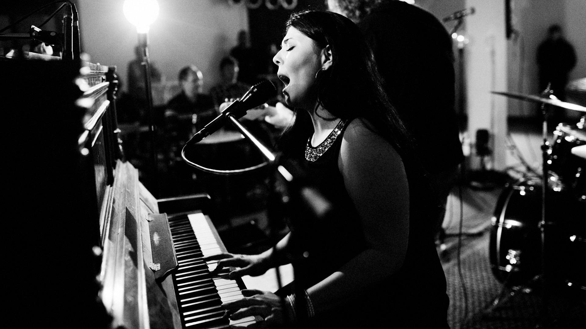Eileen Hemmersbach Sängerin und Pianisti